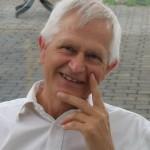 Ole Therkelsen er født 1948 og Uddannet som civilingeniør på kemiretningen, Danmarks Tekniske Universitet og som cand. scient. i miljø-biologi fra Københavns Universitet. Han har arbejdet med miljøproblemer og undervist i biologi, kemi og fysik og har beskæftiget sig med kosmologien siden gymnasietiden. Han har holdt foredrag om Martinus Kosmologi i flere lande.